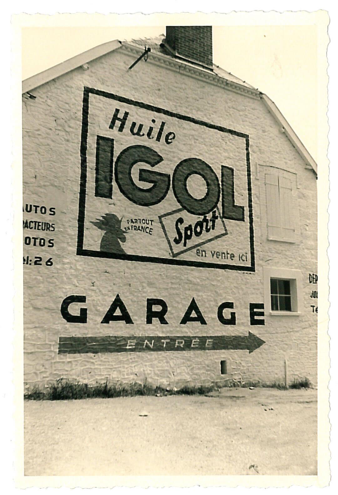 Publicité IGOL sur façade de garage.